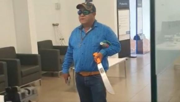 Asalta banco con pistola y machete para 'salvar al mundo'. (Captura: YouTube)