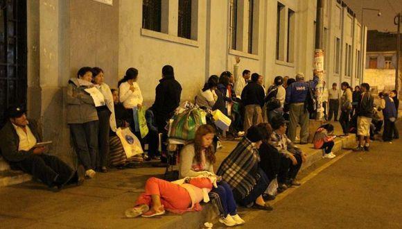 Autoridades no solucionan el problema de la salud en el Perú y los ciudadanos son los más afectados.