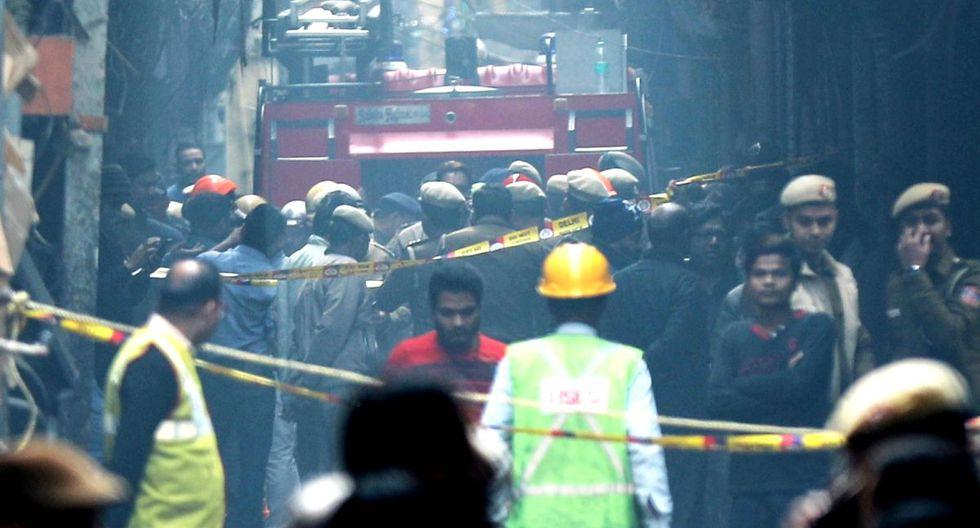 """Las víctimas son """"obreros que dormían en el interior del edificio de cuatro o cinco pisos"""". (EFE)"""
