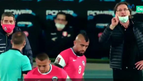 Ricardo Gareca y el cruce con el árbitro Esteban Ostojich y Arturo Vidal en Chile vs Perú