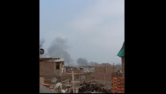 En la página web de los Bomberos se detalló que el siniestro fue reportado a las 10:55 a.m. (Foto: @alvaroreyesq)