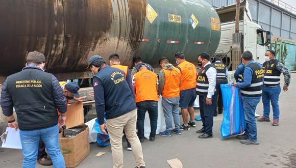 En el tanque de la cisterna traían camuflados los productos de contrabando.