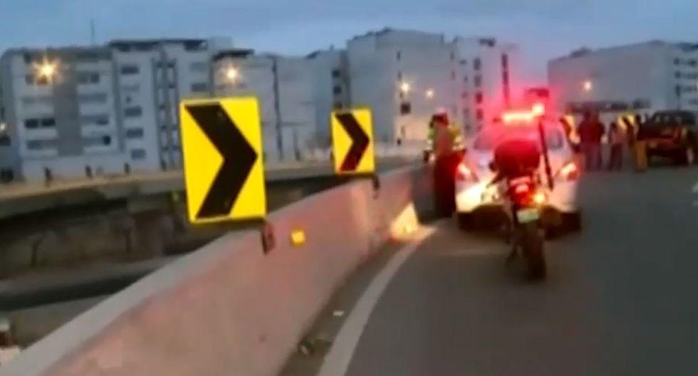 Joven mujer muere tras salir volando de motocicleta y caer 10 metros del puente Derby (TROME)