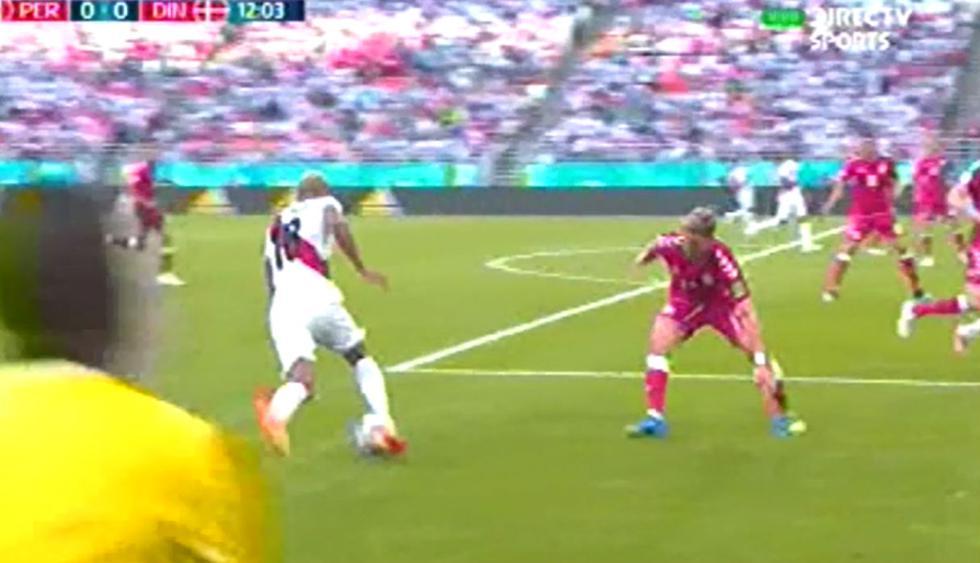 André Carrillo y su tremenda jugada en el Perú vs Dinamarca.