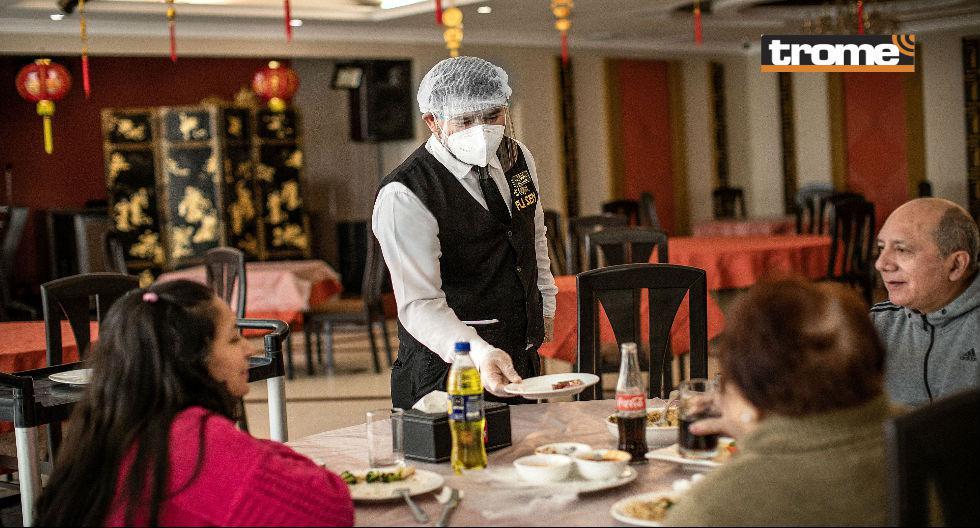 Restaurantes como Fu Sen retomarán la atención en salón los domingos, a la par que mantienen el delivery. (Isabel Medina / Trome)