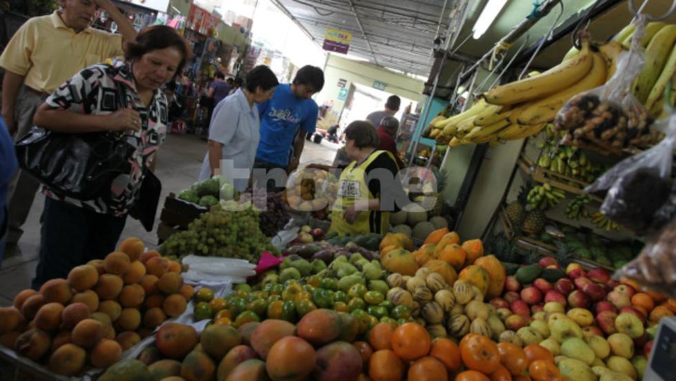 Precio de frutas y verduras se incrementó en mercados de Lima, tras los huaicos y persistentes lluvias en la selva y sierra central. (Foto: Isabel Medina / Trome)
