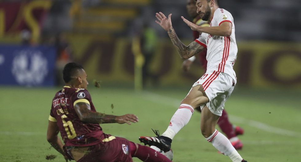 Yeison Gordillo of Colombia's Deportes Tolima, left, battles for the ball with Gabriel of Brazil's Internacional during a Copa Libertadores soccer match at the Manuel Murillo Toro stadium in Ibague, Colombia, Wednesday, Feb., 19, 2020. (AP Photo/Fernando Vergara)