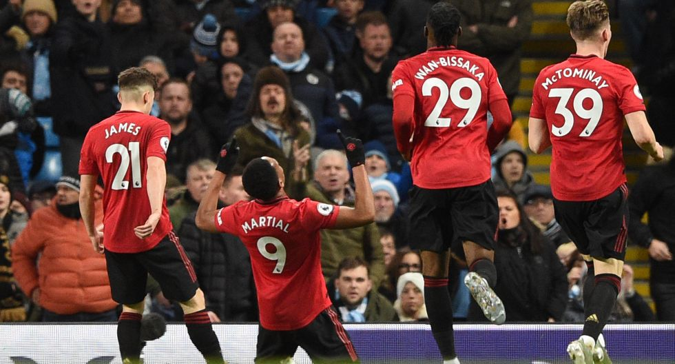 Manchester United's French striker Anthony Martial (2L) celebrates scoring their second goal during the English Premier League football match between Manchester City and Manchester United at the Etihad Stadium in Manchester, north west England, on December 7, 2019. (Photo by Oli SCARFF / AFP) / RESTRICTED TO EDITORIAL USE. No use with unauthorized audio, video, data, fixture lists, club/league logos or 'live' services. Online in-match use limited to 120 images. An additional 40 images may be used in extra time. No video emulation. Social media in-match use limited to 120 images. An additional 40 images may be used in extra time. No use in betting publications, games or single club/league/player publications. /