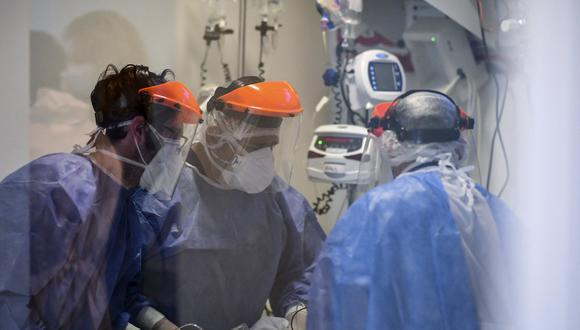 Argentina atraviesa desde fines de marzo pasado un vertiginoso aumento de los casos de la COVID-19, con creciente nivel de ocupación de camas en las unidades de terapia intensiva. (Foto: RONALDO SCHEMIDT / AFP)