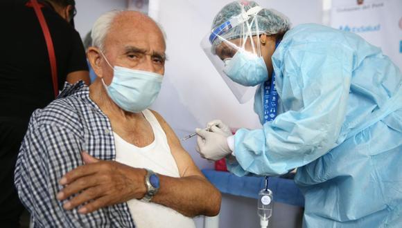 Desde el 30 de abril, las personas de 70 a 79 años serán incluidas a la campaña de vacunación contra el COVID-19 (Foto: Andina)