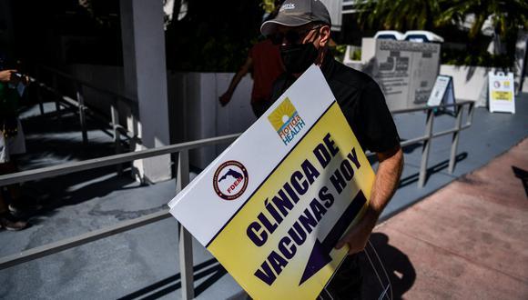 Luego de invitar a turistas a vacunarse contra el coronavirus, el alcalde Anthony F.  DeFillipo dijo que malinterpretaron sus declaraciones. (Foto: CHANDAN KHANNA / AFP)