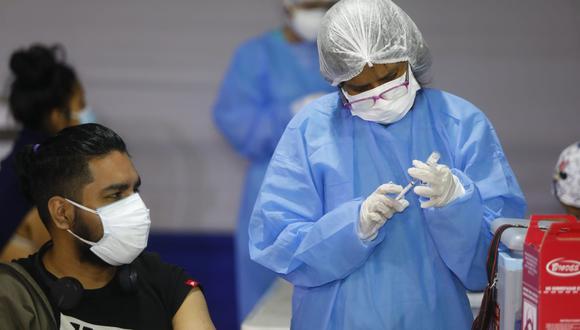 La vacunación continúa avanzando a nivel nacional contra el coronavirus. Actualmente se inmunizan a mayores de 21 años en Lima y Callao. Foto: Eduardo Cavero/@photo.gec