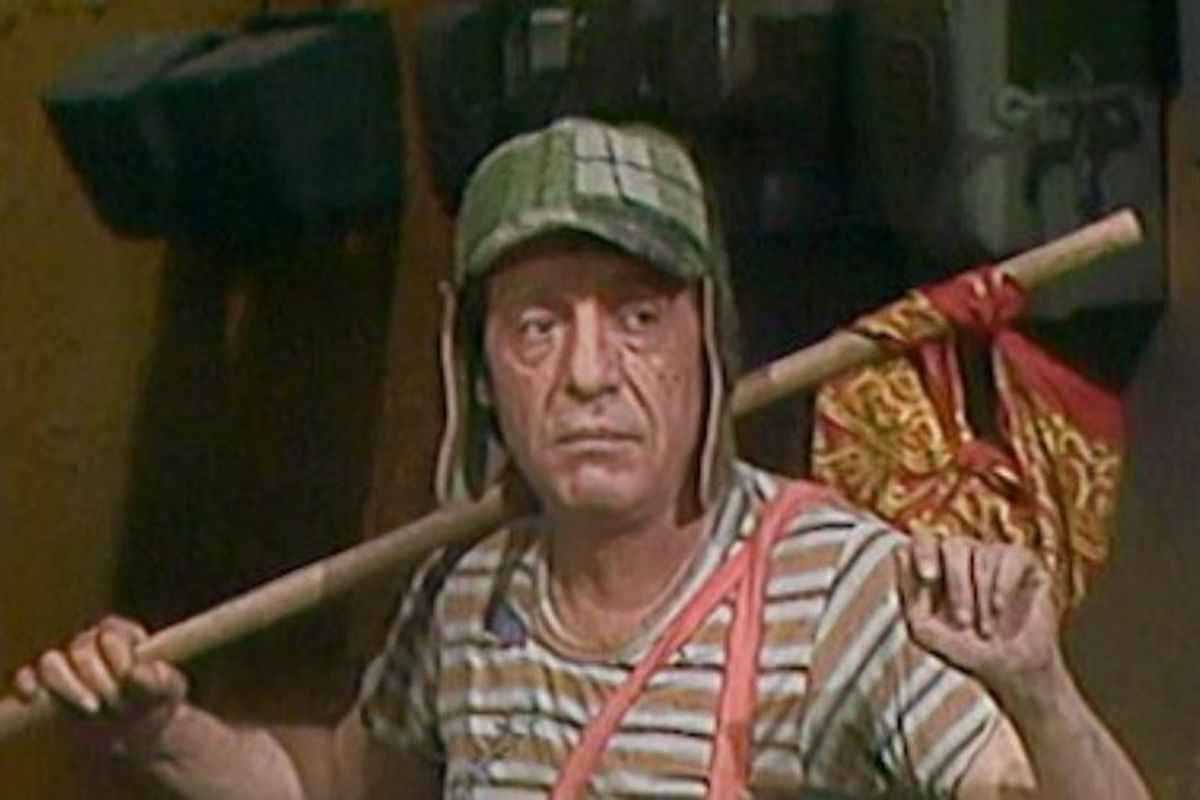 """Escena en la que """"El chavo del 8"""" se despide de sus amigos de la vecindad quienes lo acusaron de ratero (Foto: Televisa)"""