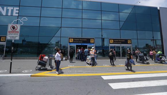 Medidas de vacunación completa y una prueba molecular negativa no mayor a 72 horas comprende a peruanos, extranjeros residentes, y extranjeros no residentes cuyo destino final sea el territorio nacional.  (Foto: Hugo Pérez / GEC)