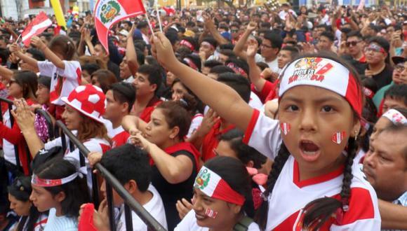 Momentos antes, un niño de 7 años, identificado como Ángelo Villanueva Martínez, emocionó a los asistentes cuando interpretó el clásico 'Contigo, Perú', de Augusto Polo Campos (Foto: Johnny Aurazo)