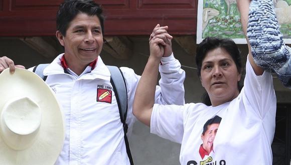 Pedro Castillo y su esposa Lilia. Foto: AP Photo/Martin Mejia