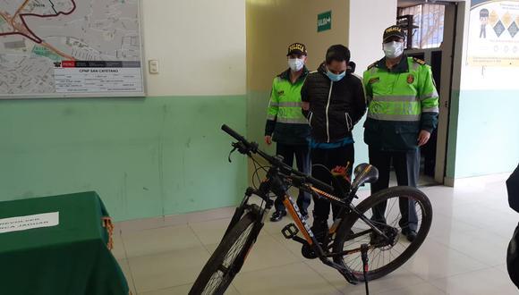 William Jefferson Palomino Uscuvilca (39), 'piky', sobrino del destructor Tito Uscuvilca Patiño, fue intervenido por robar con la modalidad de raqueteo en una bicicleta.  (foto: Mónica Rochabrum/Trome)