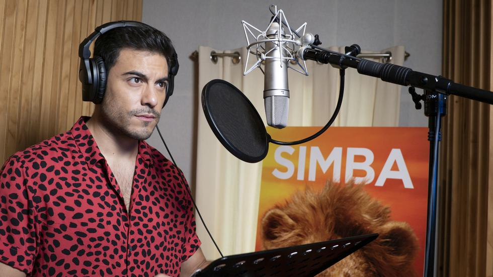 El Rey León: Conoce a Carlos Rivera, el cantante que hace la voz en español a 'Simba'