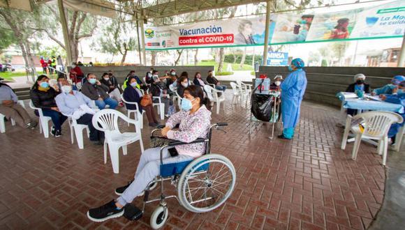 La vacunación en La Molina se desarrolla en diferentes puntos del distrito. (Facebook)