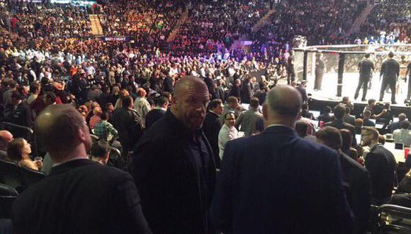 Conor McGregor ganó su segundo título. La WWE lo habría puesto en su lista. (Foto: Twitter PWM WWE COVERAGE)