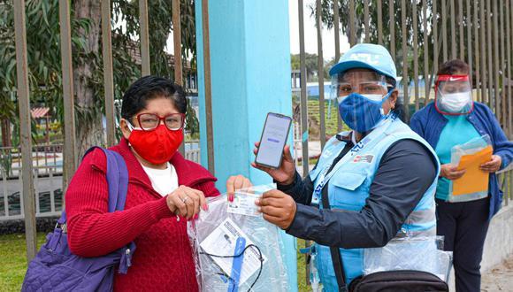 Entrega de protectores faciales gratuitamente se realizará hasta este viernes 28 de mayo. Foto: ATU