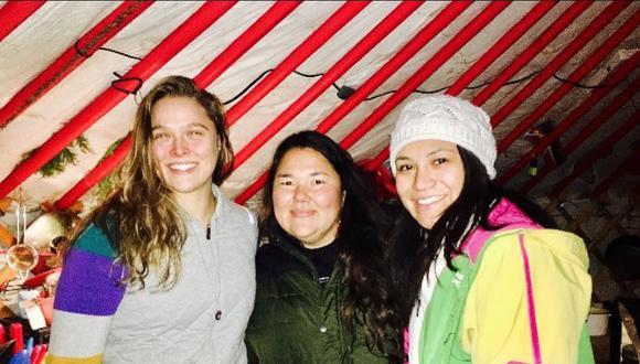 La excampeona del UFC, Ronda Rousey, llevó ayuda a indígenas que se oponen a construcción de oleoducto . (Instagram Pauline Macias)