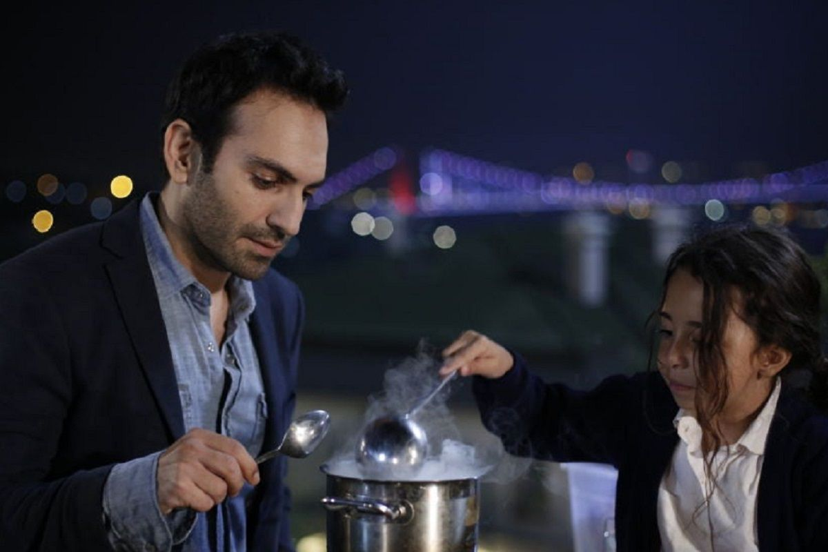 """Uno de los escenarios más representativos de """"Mi hija"""" es el puente que conecta las dos partes de Estambul (Foto: Med Yapım)"""