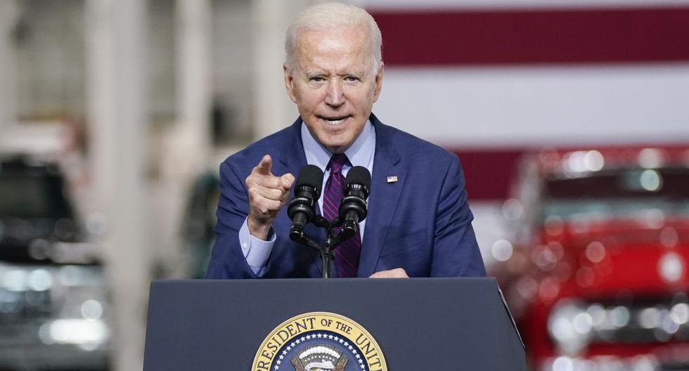 El presidente Joe Biden habla en el Ford Rouge EV Center, el martes 18 de mayo de 2021, en Dearborn, Michigan (Estados Unidos). (AP/Evan Vucci).