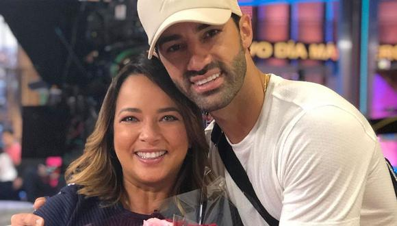 """Adamari López y Toni Costa sobre estafas en las redes sociales: """"No se dejen engañar por cuentas falsas"""". (Foto: @adamarilopez)."""
