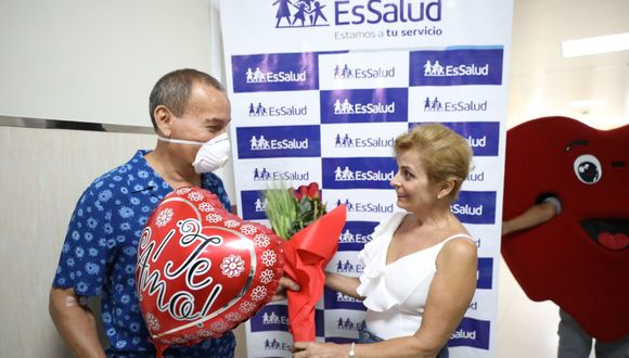 El paciente fue diagnosticado de enfermedad renal terminal y su esposa le donó uno de sus riñones. (Foto: EsSalud)
