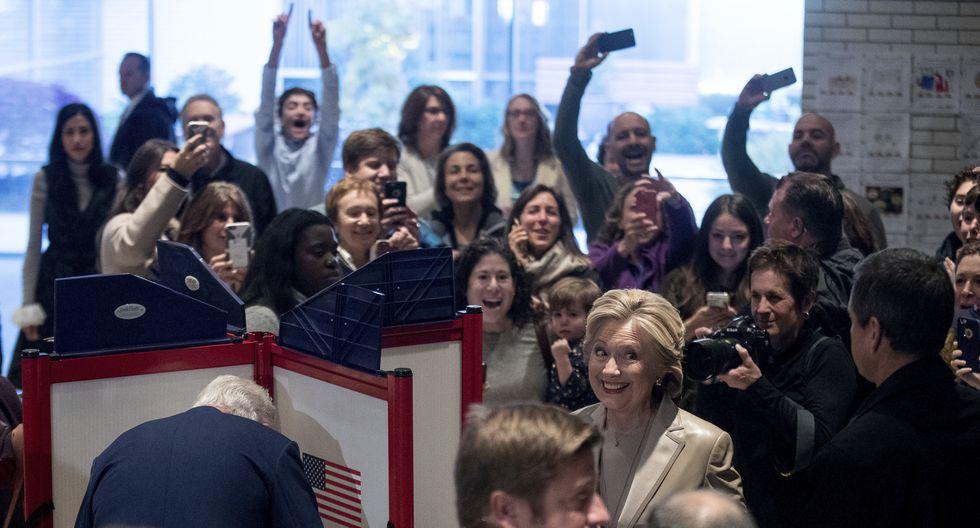 Hillary Clinton y Donald Trump ya emitieron su voto y ahora están a la espera de los resultados oficiales que se darán a conocer a las 8 de la noche.