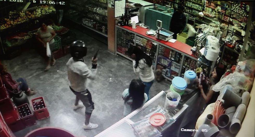 Asaltan tienda a balazos en Carabayllo.