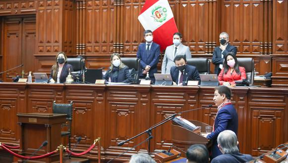 El presidente del Consejo de Ministros, Guido Bellido, inició su discurso para solicitar el voto de confianza ante el pleno en quechua. (Foto: Congreso)