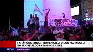 Aficionados se despiden de Diego Armando Maradona en el Obelisco