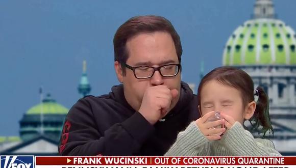 Hombre liberado de cuarentena por coronavirus no puede dejar de toser durante entrevista. (Fox News)