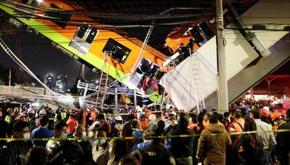 Rescatistas buscan sobrevivientes en el sitio donde colapsó la estructura del Metro de Ciudad de México. (Foto: Luis Cortes / Reuters).
