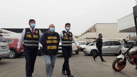 El temible Percy Rojas Gallardo (36), 'Bolilmbo', (en la foto)  y Ricardo Javier Espinoza Chumbile (39), 'Cañaña', que pertenecerían a la banda 'Los Sanguinarios de San Genaro', fueron atrapados por policías de Depincri Chorrillos.