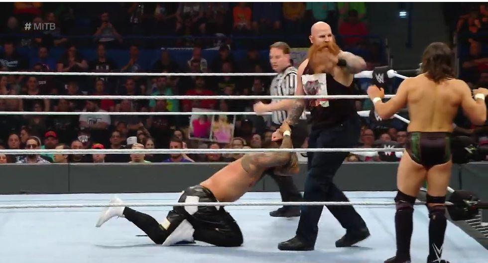 Los Usos se llevaron una gran victoria sobre los campeones de SmackDown Live (WWE)