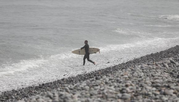 Según el especialista sí es seguro ir a la playa porque se trata de un espacio abierto. Todo lo contrario pasa en los lugares cerrados donde el riesgo es muy alto. (Fotos: Leandro Britto/Gec)