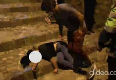 Cusco: Jóvenes en estado de ebriedad se quedan dormidos en la calle luego de las fiestas   VIDEO