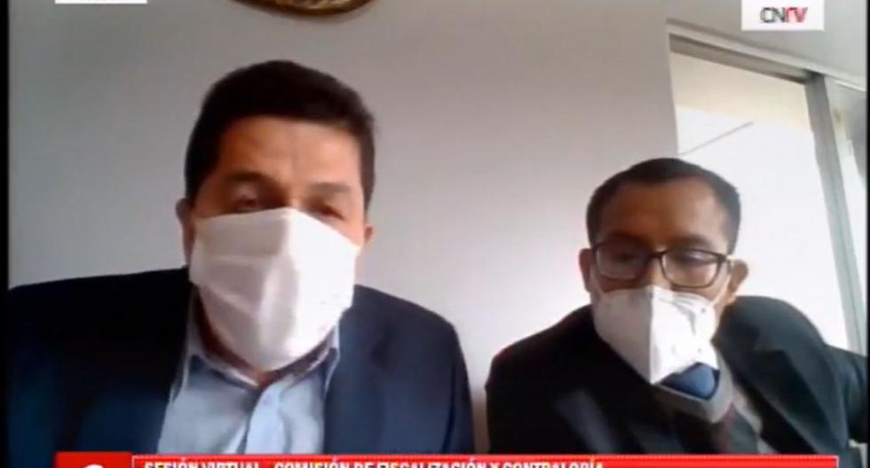 Fredy Herrera se presentó ante la Comisión de Fiscalización con su abogado. (Foto: Congreso TV)