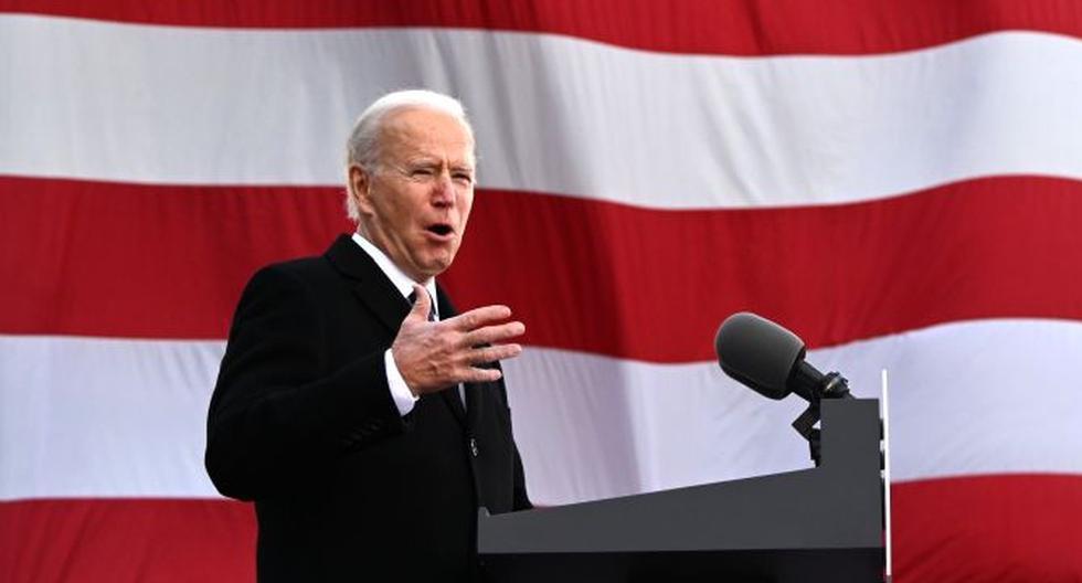 """El presidente de Estados Unidos, Joe Biden, habla en el Centro de Reserva / Guardia Nacional Mayor Joseph R. """"Beau"""" Biden III en el aeropuerto de New Castle el 19 de enero de 2021. (JIM WATSON / AFP)."""