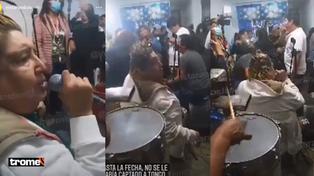 Tongo es captado cantando en un privadito tras haber recibido la vacuna