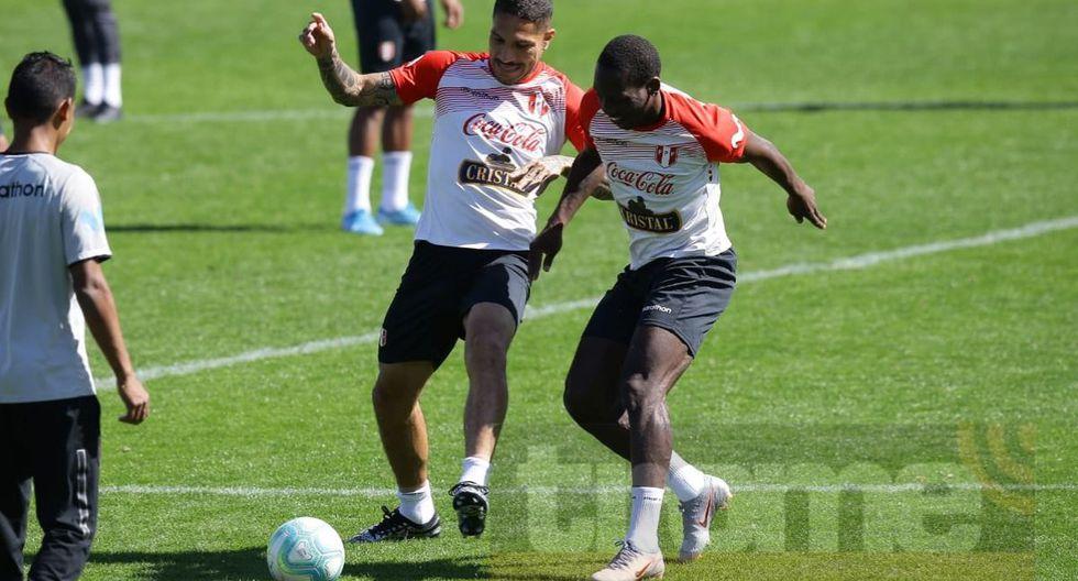 Selección peruana con el equipo completo entrenó en campo de Defensor Sporting