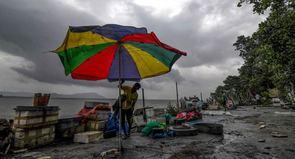 Unas 1,2 millones de personas fueron evacuadas a lugares seguros en el estado de Odisha en la India. (Foto: AFP)
