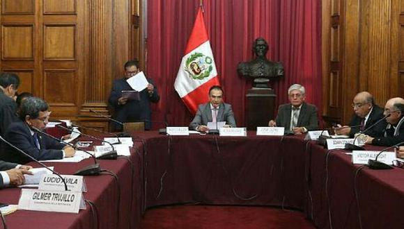 Grupo presidido por fujimorista Héctor Becerril otorgó facultades legislativas.