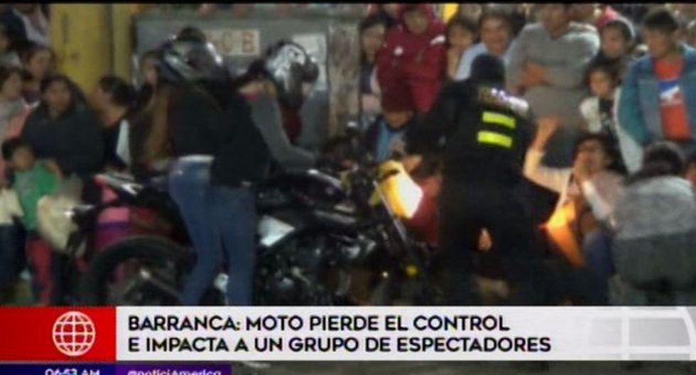 Durante un show por el Día de la Amistad en Barranca, un joven a bordo de una moto lineal, quiso realizar una peligrosa maniobra como parte de su espectáculo. (Video: América TV)