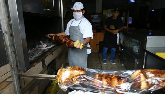 """Datos de Google Trends revelan que la búsqueda de """"delivery de pollo a la brasa"""" se disparó hasta en 400% en los últimos 30 días. (Foto: Fernando Sangama / GEC)"""