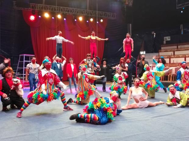 'Chola Chabuca' heralds a circus show and tribute to the Bicentennial of Peru.