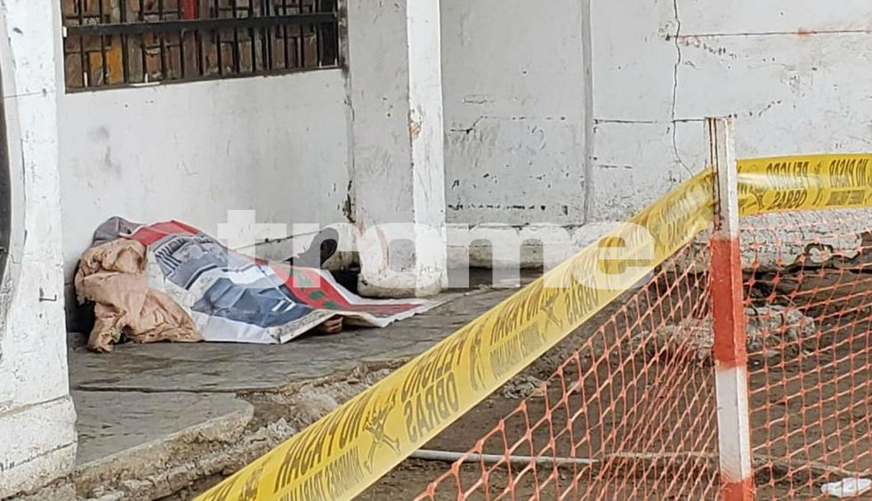 Policía mata a dos delincuentes que intentaron asaltarlo cuando pasaba por puente peatonal. (Fotos: Trome/ Mónica Rochabrum / Joseph Ángeles)